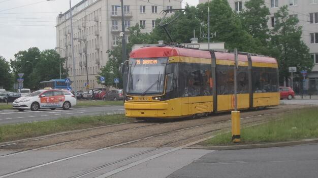 Nowe tramwaje piszczą na łukach. Będą dodatkowe smarownice