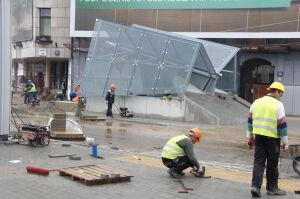 Prace wykończeniowe na stacji Rondo ONZ. Jest pierwszy daszek