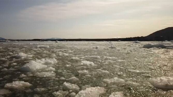 """Lód topnieje, temperatura rośnie. <br />""""Tracimy Svalbard, jaki znamy"""""""