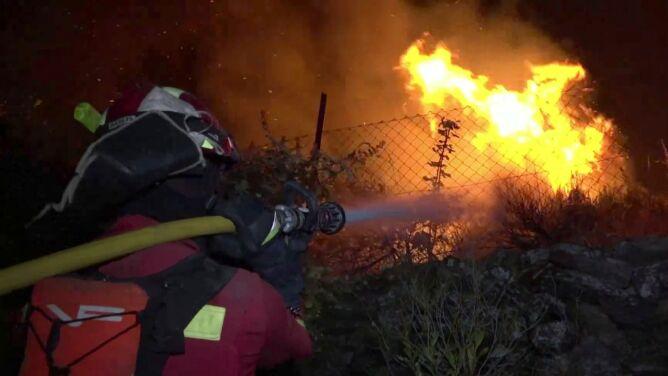 Ranni strażacy i nieznośny upał. Hiszpania i Portugalia zmagają się z pożarami