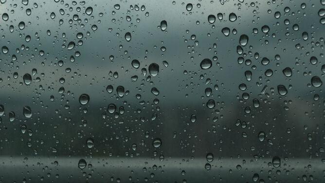 Prognoza pogody na dziś: pochmurny, ponury dzień. Powieje