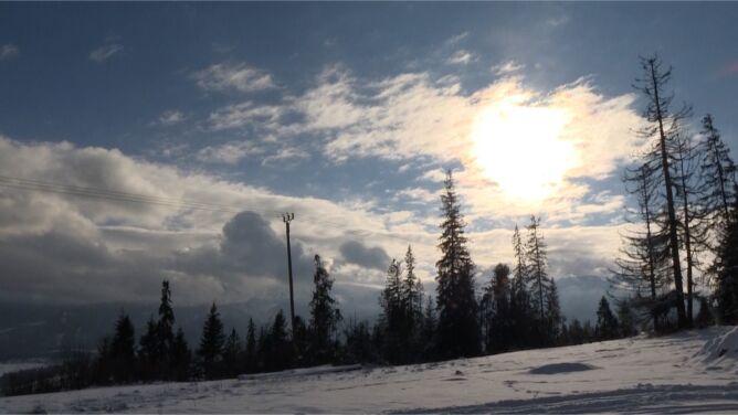 """Trudne warunki w górach. """"Miejscami leży nawet pół metra śniegu"""""""